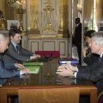 Lors de l'entretien du président de la Fédération de la formation professionnelle, Jean Wemaëre (à droite), avec le ministre du travail François Rebsamen (à gauche), le 4 mai dernier. © Ministère du Travail - Dicom - Gaël Cornier - Sipa Press