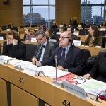Le directeur du Cedefop James Calleja (deuxième en partant de la droite), présentant à Bruxelles des travaux du Cedefop.